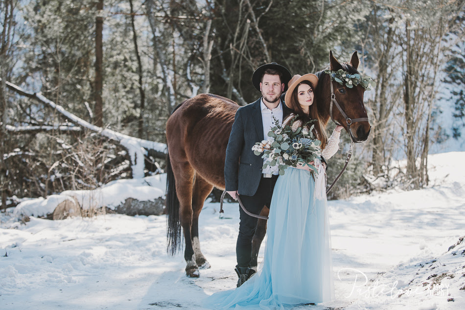 zimowa sesja z koniem