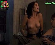 Maria Flor nua no filme Suprema Felicidade