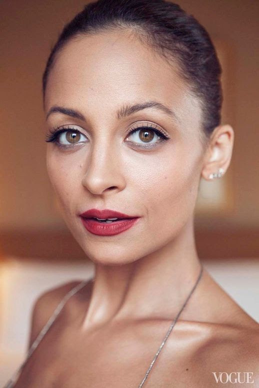 LE FASHION BLOG VOGUE PHOTO DIARY NICOLE RICHIE CFDA AWARDS BEAUTY CLOSE UP MATTE RED LIPS LIPSTICK SLICKED BACK HAIR BUN EYELINER MASCARA DIAMOND STUD EARRINGS GROOMED EYEBROWS BROWS MAKE UP 1 copy photo LEFASHIONBLOGVOGUEPHOTODIARYNICOLERICHIECFDAAWARDS1copy.jpg