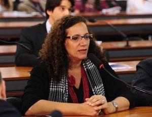 Deputada federal diz que pedirá investigação de ação da PM contra menores