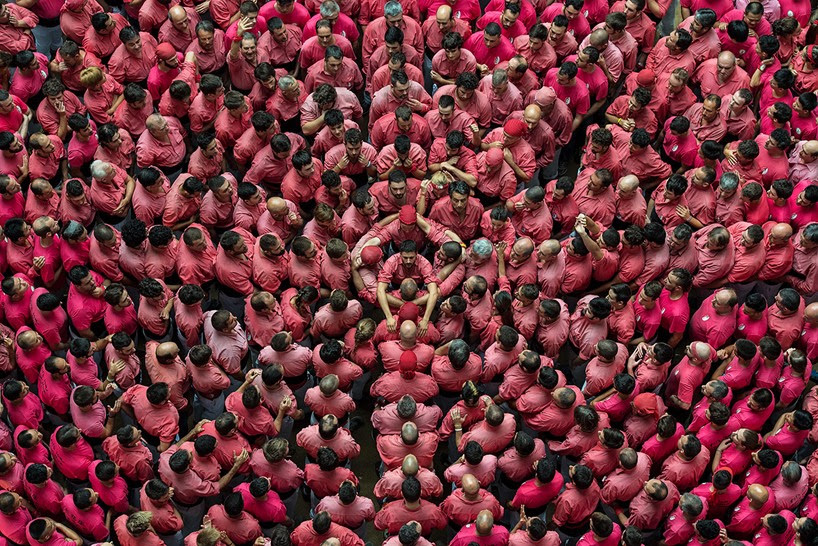 castells-human-towers-catalonia-spain-designboom-3