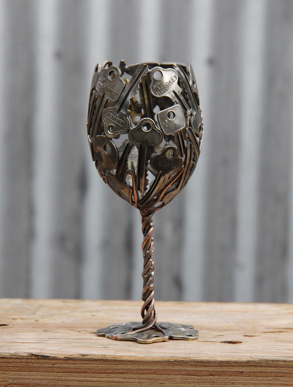 esculturas-metal-reciclado-llaves-monedas-michael-moerkey (6)