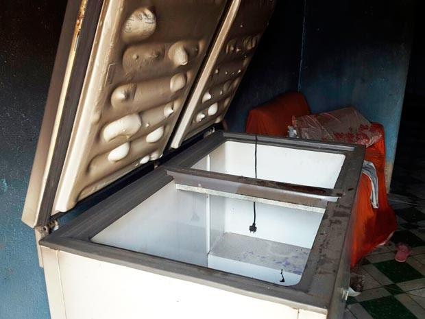 Pai da suspeita achou corpo de criança dentro de freezer (Foto: Cássia Bandeira/G1)