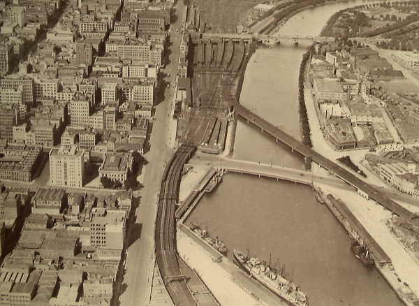 File:Yarra River railway bridge 1928.jpg