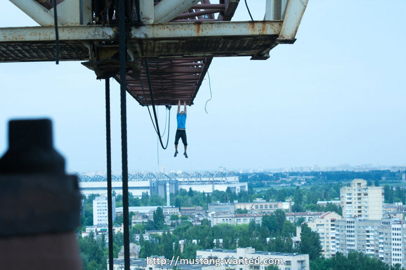 extreme rooftopping skywalking photos mustang-wanted russia (7)