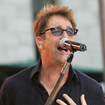 Huey Lewis Opens Up About His Hearing Loss - Ultimate Classic Rock