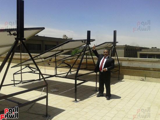 جامعة أسيوط تطبق الخلايا الشمسية المتحركة على أقسام كلية العلوم  (4)