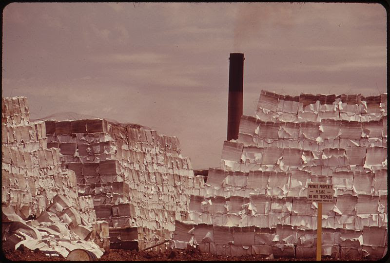 File:BALES OF STOCK AT THE FORT HOWARD PAPER COMPANY FORM PAPER PYRAMIDS ON THE BANKS OF GREEN BAY - NARA - 550881.jpg