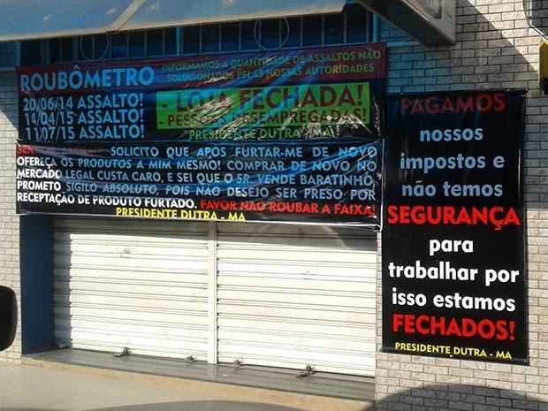 Cansado de assaltos, empresário fecha loja e protesta com 'roubômetro'