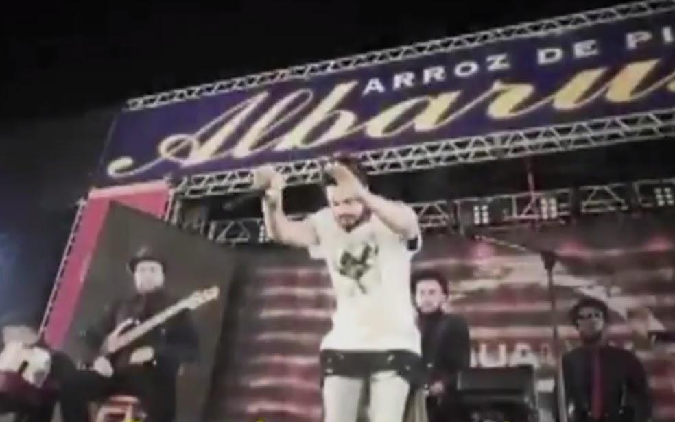 Palco desabou minutos antes da apresentação do cantor Luan Santana em Catanduva (Foto: Reprodução/TV TEM)