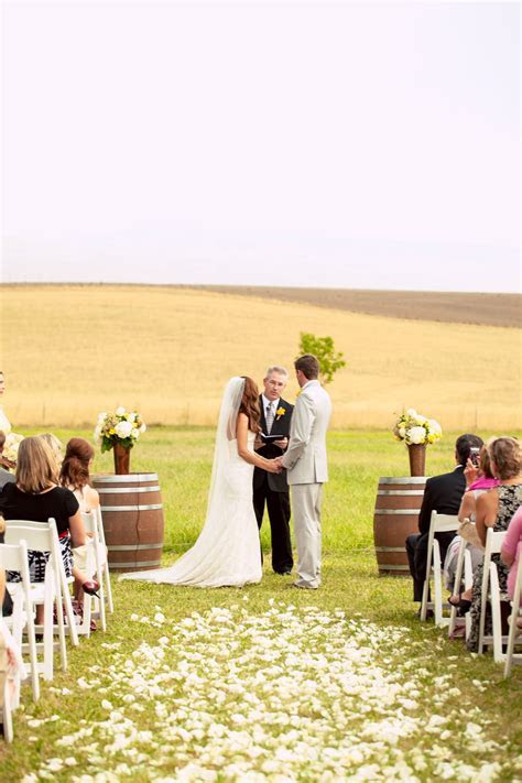Gorgeous field wedding   all dressed in white, going to