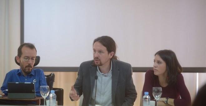 Pablo Iglesias (en el centro) acompañado por Pablo Echenique e Irene Montero en la reunión del Consejo Ciudadano Estatal de Podemos celebrado este sábado en Madrid.
