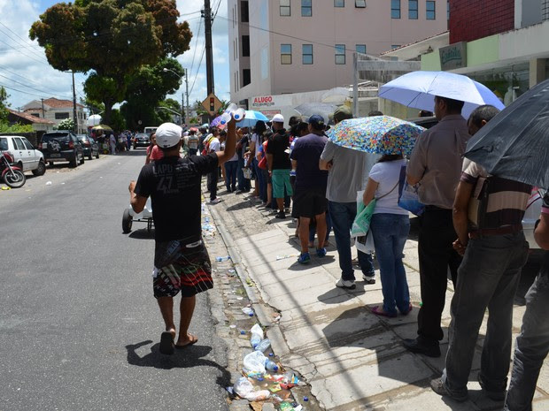 No meio do último dia as filas para o cadastramento biométrico em João Pessoa continuavam longas (Foto: Amauri Aquino/G1)