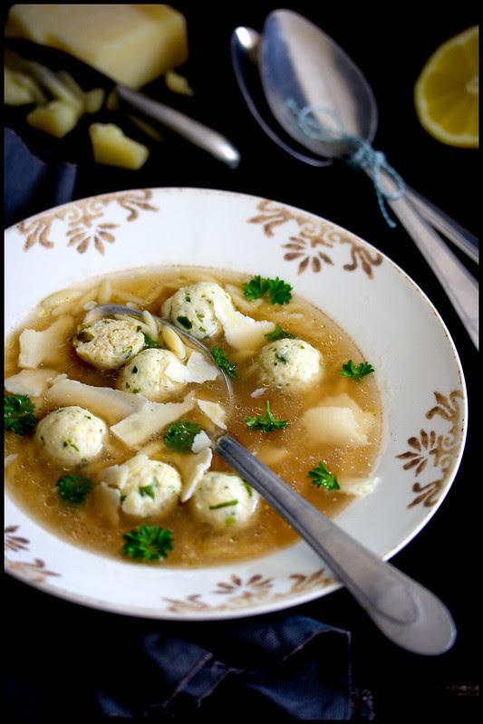 Polpettini in brode della zia Lidia-Tante Lidias Hühnerklößchensuppe mit Risoni