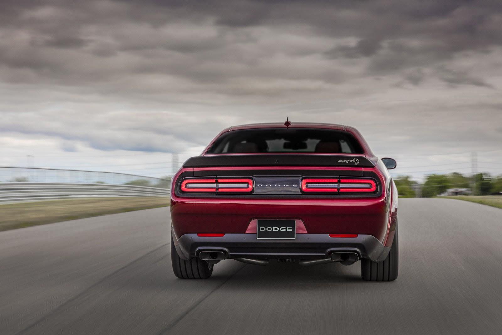 Dodge Reveals 2018 Challenger Srt Hellcat Widebody With Demon Inspired Look Autoevolution