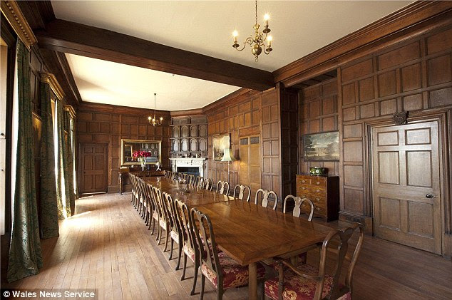 Most of the ground floor of the Manor House is taken up by a dining room known as the King's Hall