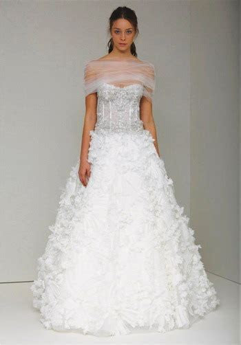 carrie underwood wedding dress   Play With Fashion