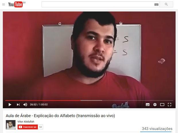 Vitor Magalhães dá aula de árabe pela internet (Foto: Reprodução/YouTube)