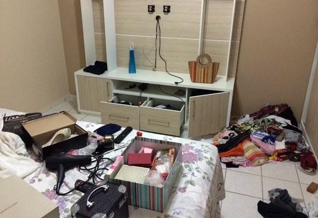 Assaltantes que fizeram o arrastão no conjunto Pirangi reviraram todos os cômodos da casa e levaram vários objetos das vítimas (Foto: Matheus Magalhães/Inter TV Cabugi)