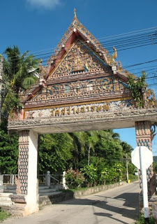 Entrance to Wat Sawang Arom