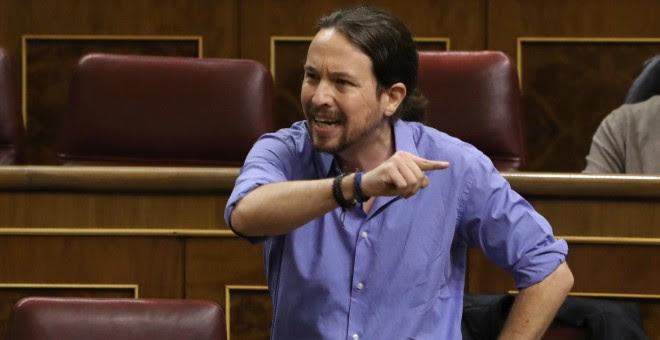 El secretario general de Podemos, Pablo Iglesias, ha intentado sin éxito tomar la palabra y ante su insistencia en hablar con el micrófono cerrado, Pastor le ha llamado al orde. EFE/J. J. Guillén