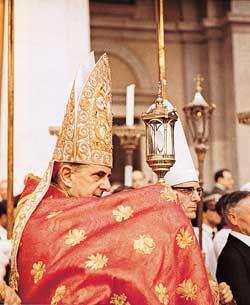 O cardeal Giovanni Battista Montini durante a procissão  do Corpus Christi