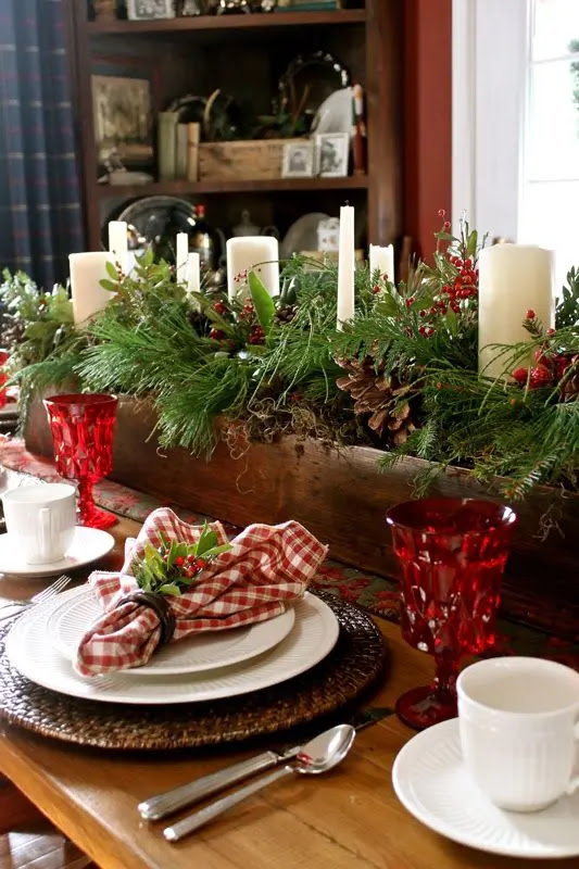 24 Inspiring Rustic Christmas Table Settings - DigsDigs