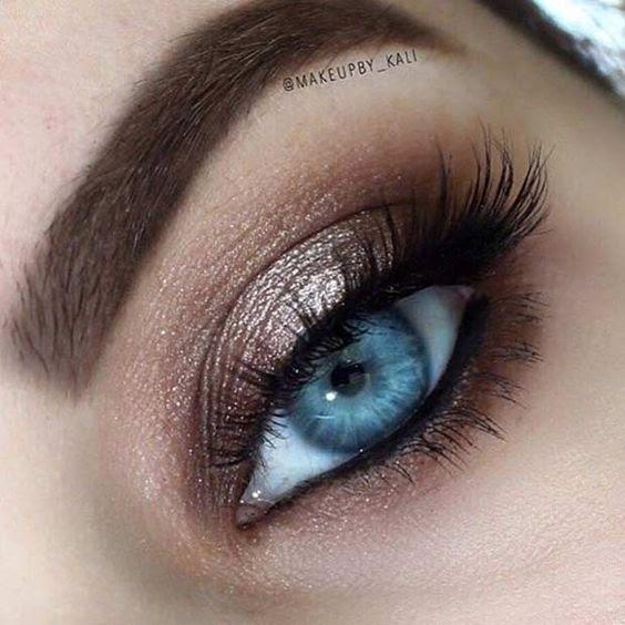 Simple eyeshadow tutorial for blue eyes