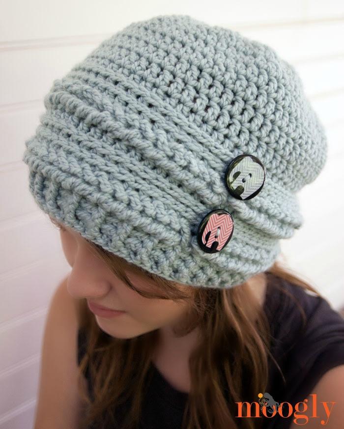 Altibajos Slouchy Beanie - patrón #crochet gratuita sobre Mooglyblog.com con un método de construcción único!