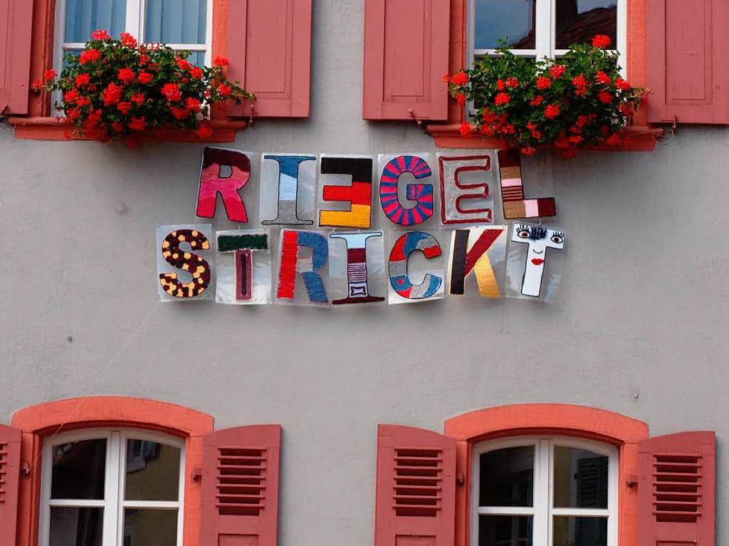 http://www.badische-zeitung.de/riegel/fotos-riegel-strickt?id=86805069