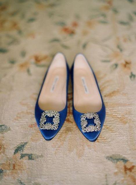 indigo-Hochzeits-Schuhe mit schicken großen Schnallen