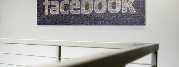 Comissão de Eleições 'ataca' agora Facebook e partidos