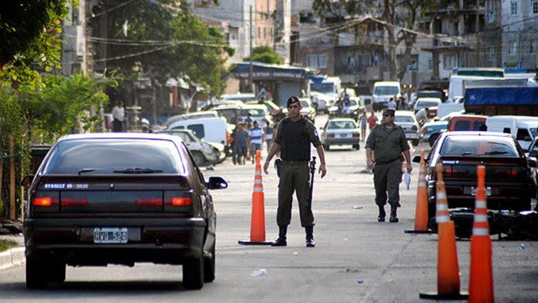 Gendarmería, en uno de los ingresos a la villa 1-11-14.