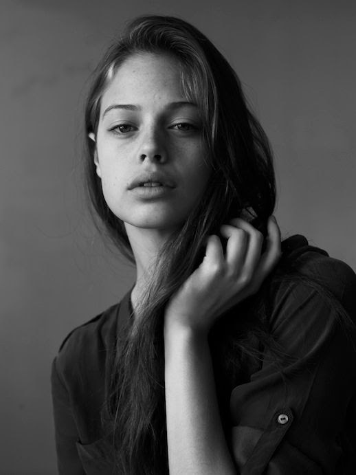 LE FASHION BLOG MODEL CRUSH JESSICA CLARKE SCOTT TRINDLE BLACK AND WHITE PORTRAIT NATURAL BEAUTY SIDE PART LONG HAIR FRECKLES UNTOUCHED UTILITY BUTTON DOWN SHIRT ROLLED SLEEVES 3 photo LEFASHIONBLOGMODELCRUSHJESSICACLARKESCOTTTRINDLE3.jpg