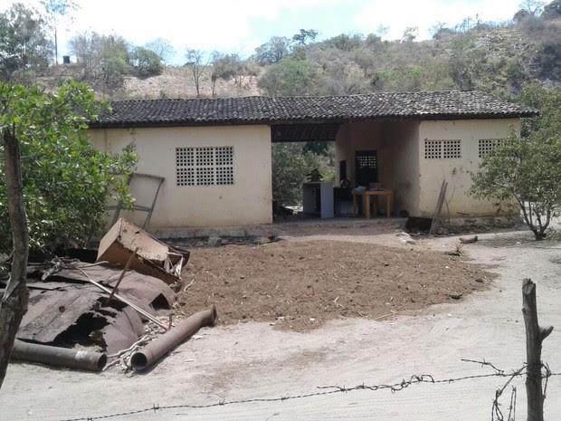 Casa onde grupo suspeito de tráfico foi preso em Belém de Maria (Foto: Divulgação/Polícia Civil)