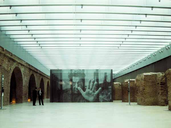 http://inhabitat.com/wp-content/blogs.dir/1/files/2011/06/Buenos-Aires-Restored-Museo-Del-Bicentenario-6.jpg