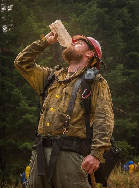 Soldiers training as wildland firefighters in Oregon learn