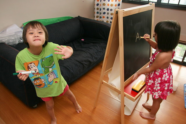 Kids using the IKEA MÅLA Easel
