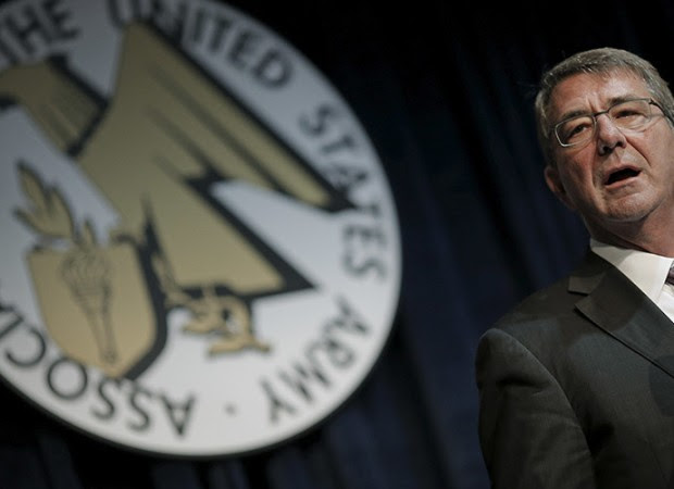 U.S. Defense Secretary Ash Carter delivers remarks at The Association of the United States Army (AUSA) 2015 Annual Meeting and Exposition in Washington October 14, 2015. REUTERS/Carlos Barria - RTS4HCK