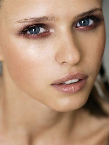 More rose gold makeup inspiration here  - http://dropdeadgorgeousdaily.com/2014/02/rose-gold-makeup/