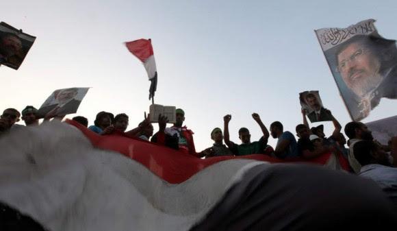 Partidarios de Mursi permanecen en El Cairo. Foto: EFE