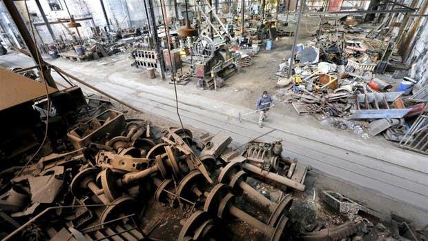 Venderán toneladas de chatarra ferroviaria para recuperar terrenos