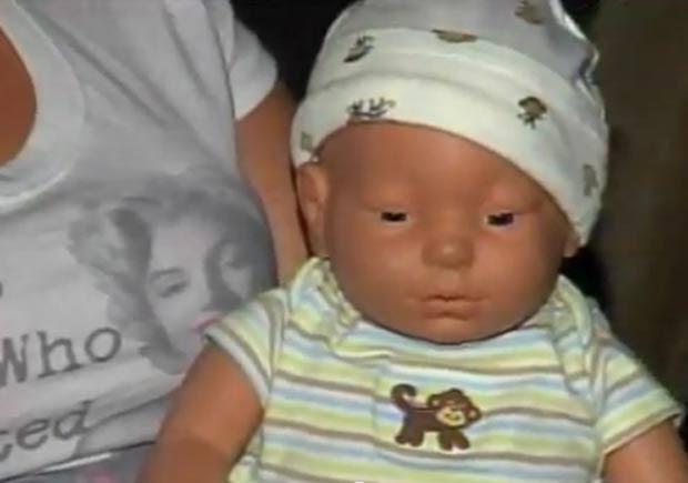 Família é salva de incêndio devido ao choro de uma boneca