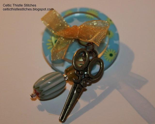 Scissors button brooch