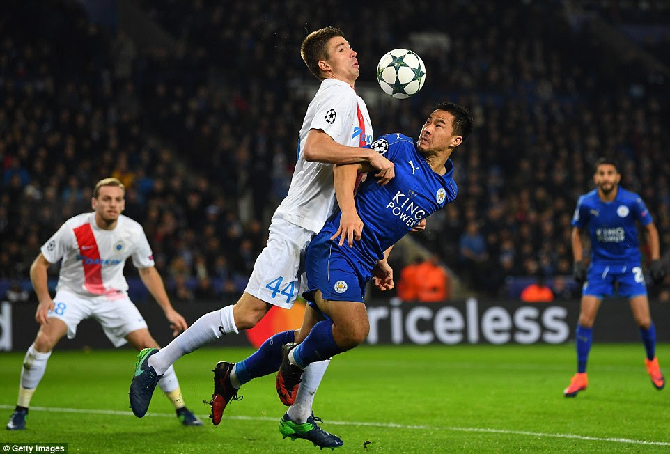 Bruges defender Brandon Mechele tussles for the ball with Leicester goalscorer Shinji Okazaki during the Group G clash