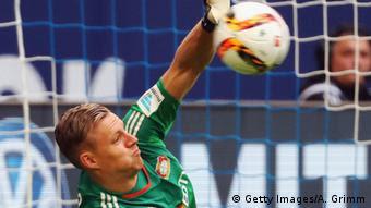 Torhüter Bernd Leno von Bayer Leverkusen hält einen Ball (Foto: Getty Images/A. Grimm)