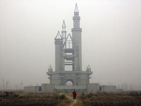 wonderland-abandoned-castle_46175_big