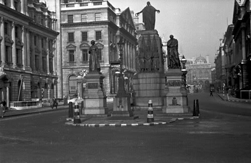 Monument at foot of lower Regent Street