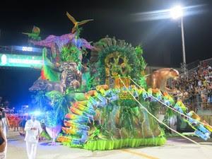 Unidos dos Morros foi a terceira escola a desfilar na passarela do samba (Foto: João Paulo de Castro / G1)