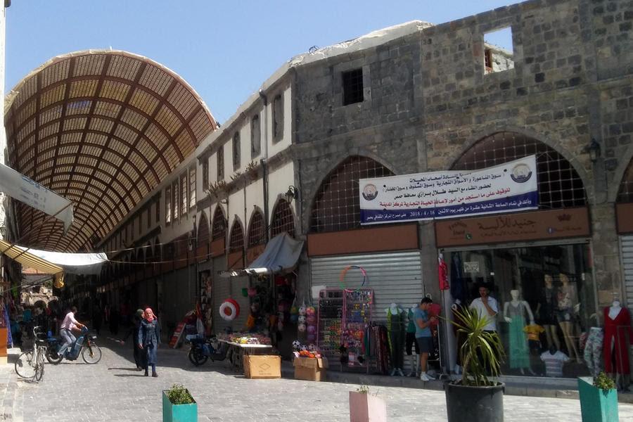 Tímidamente y ya retechados, los antiguos zocos de Homs recuperan la actividad (Foto: Pablo Sapag M.)